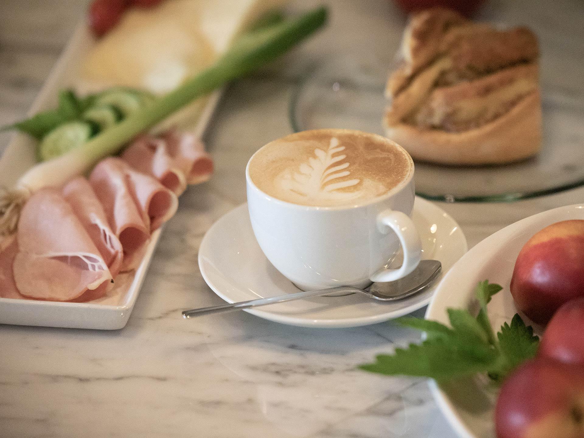 Frühstücken im Hofcafé Lauben